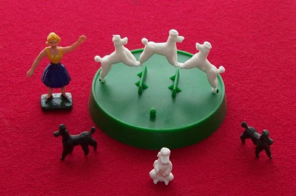 CORGI TOYS 511 Chipperfields Circus complete set of 6 performing poodles, figure and round base